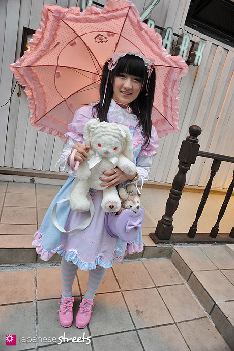 120413-0179: Japanese street fashion in Harajuku, Tokyo (Bodyline, Baby, the stars shine bright, Angelic Pretty)