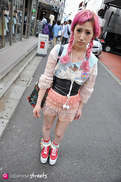 120429-1678: Japanese street fashion in Harajuku, Tokyo (Mark Styler)