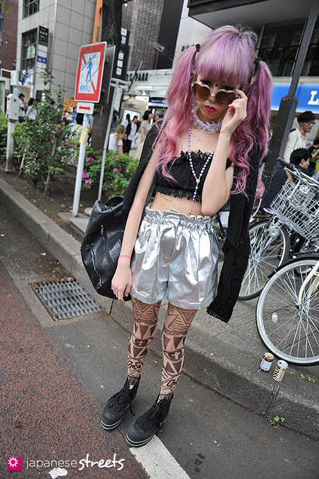120429-1778: Japanese street fashion in Harajuku, Tokyo (COTTON EMPORIUM, Bubbles, Mam, Converse, Kinsela, Lily Brown)