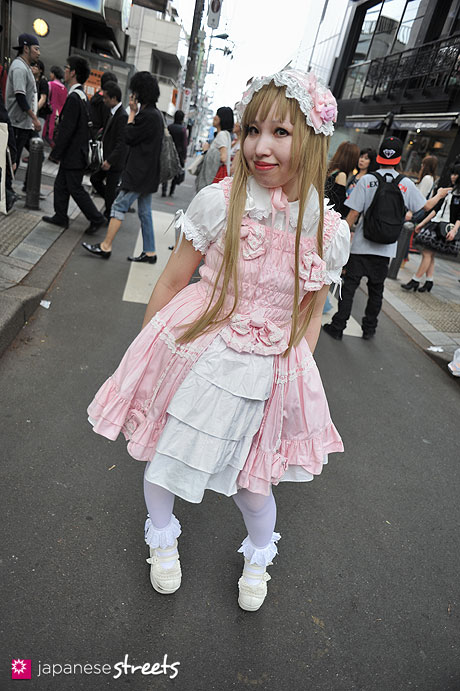 120429-1828: Japanese street fashion in Harajuku, Tokyo (Baby, the Stars Shine Bright, MAXICIMAM, Angelic Pretty)