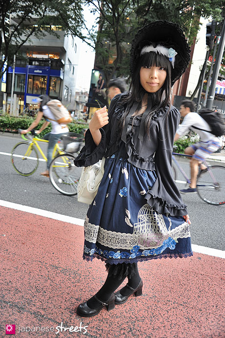 120526-5271: Japanese street fashion in Harajuku, Tokyo (Alice and the Pirates, Queen Bee, Baby, the stars shine bright, Innocent World)