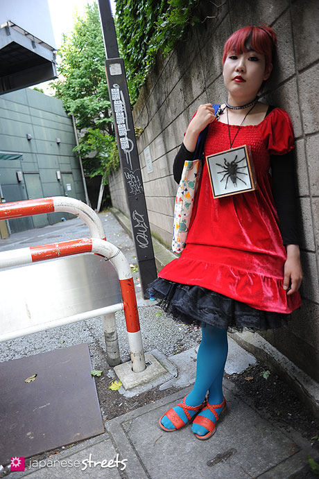 120527-5997: Japanese street fashion in Harajuku, Tokyo (Viva Cute Candy,  Vivienne Westwood)