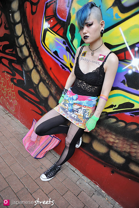120530-6357: Japanese street fashion in Shibuya, Tokyo (Bubbles, FRUIT OF THE LOOM, Converse, Malaica)