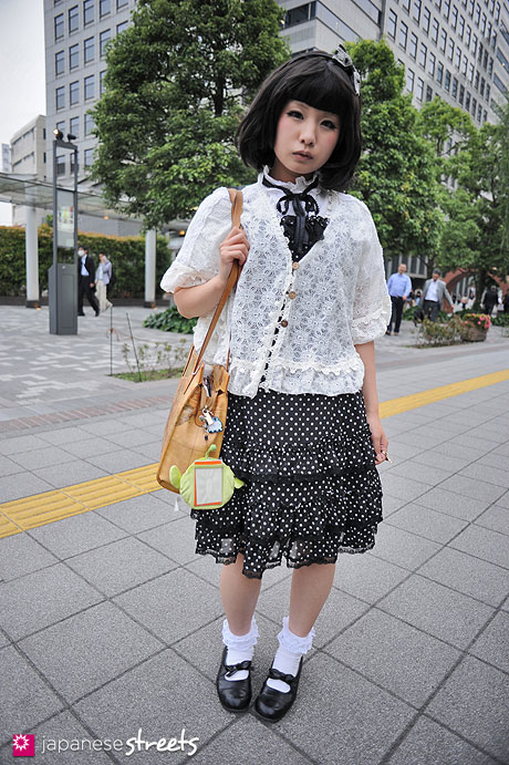 120530-6540: Japanese street fashion in Shibuya, Tokyo (Innocent World)
