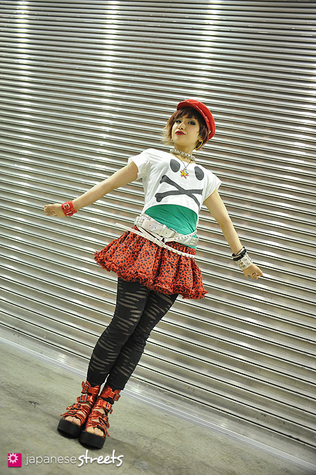 120706-0697 - Japanese street fashion in Tokyo (onespo, SCREEN HEAD, LISTEN FLAVOR)