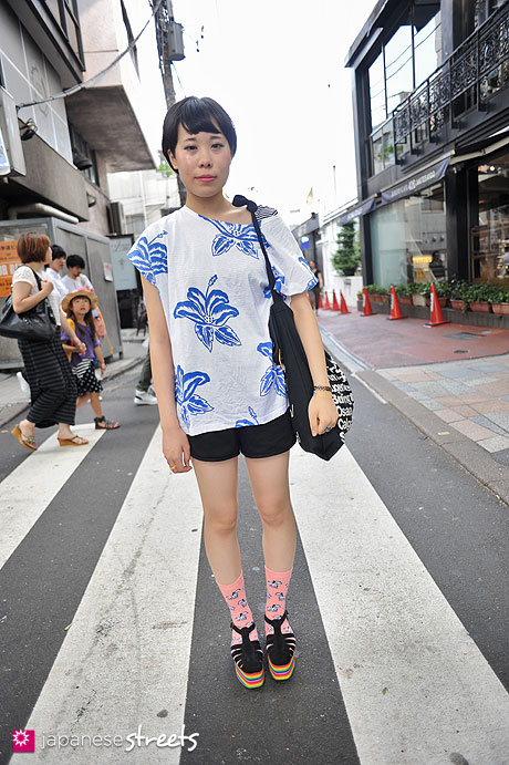 120728-5758 - Japanese street fashion in Harajuku, Tokyo (LUCIA-Top Shop-American Apparel-Jeffrey Campbell)