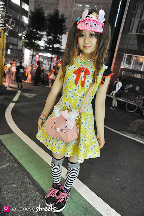 120811-9862 - Japanese street fashion in Shibuya, Tokyo (Swimmer, Nile Perch, BODY GLOVE)