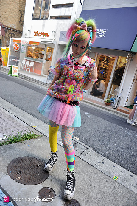 120812-9914 - Japanese street fashion in Harajuku, Tokyo (6%DOKIDOKI)