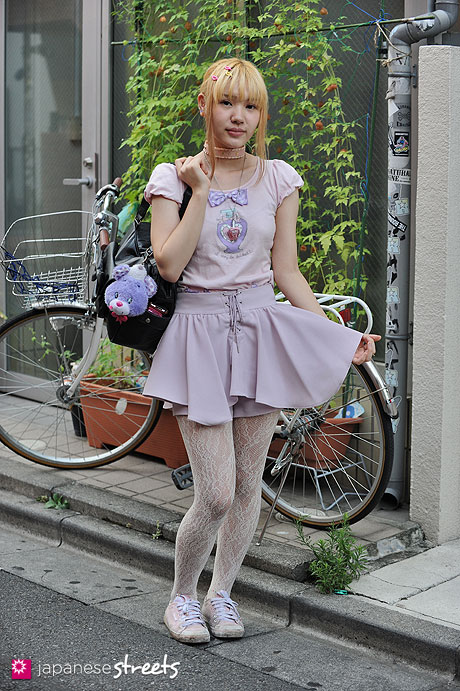 120904-5412 - Japanese street fashion in Harajuku, Tokyo (Yose, Snidel, tutuanna, MILK, Adidas)