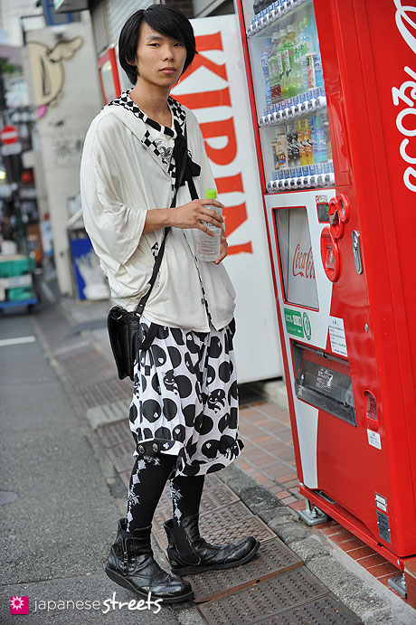 120904-5498 - Japanese street fashion in Harajuku, Tokyo (Airi, ALGONQUINS, PUTUMAYO)
