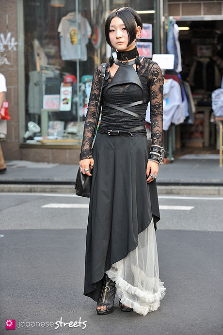 120929-0400 - Japanese street fashion in Harajuku, Tokyo (AArtirior Boa, UNIQLO, ATELIER BOZ, Alice Auua, Jean Paul Gaultier, Glad News)