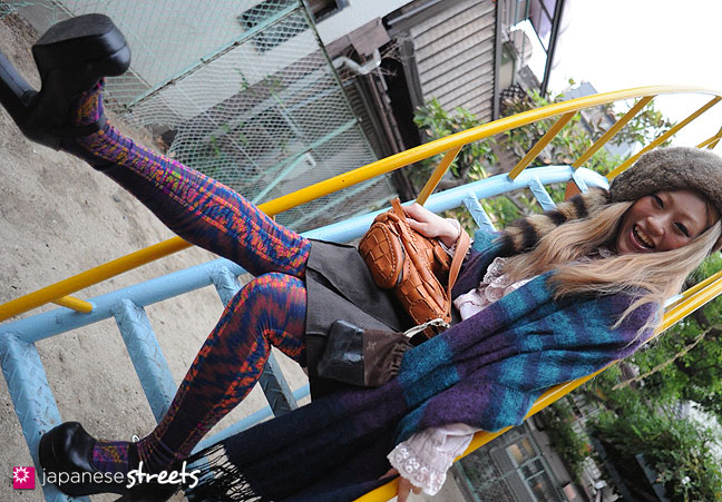 101002-7386 - Cheerful Japanese woman wearing colorful leggings