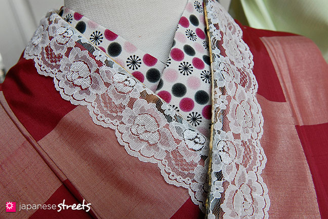 Kimono with Lace Collar