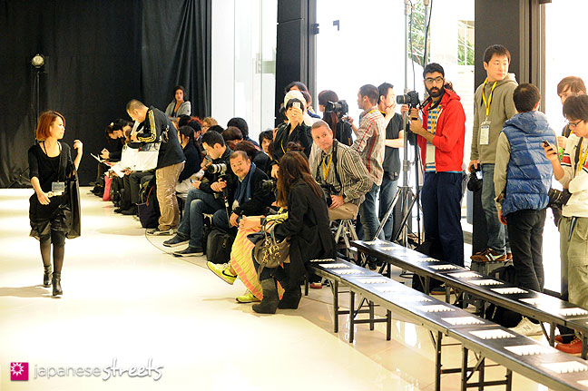 111021-1277: Visitors waiting for a show to start at the Japan Fashion Week in Tokyo S/S 2012