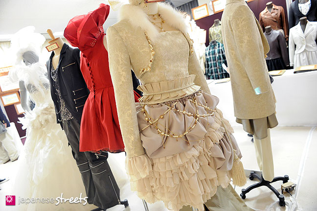 111103-6010: Fashion displays at the Culture Festival of Bunka Fashion College in Tokyo