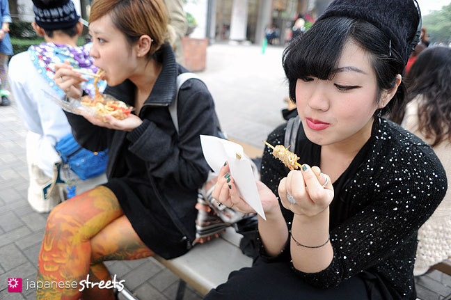 111103-6719: Enjoying food at the Culture Festival of Bunka Fashion College in Tokyo