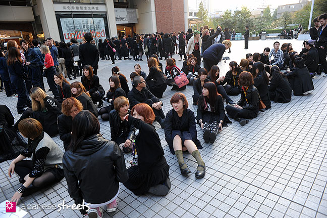 111104-7243: Bunka students at the Culture Festival of Bunka Fashion College in Tokyo