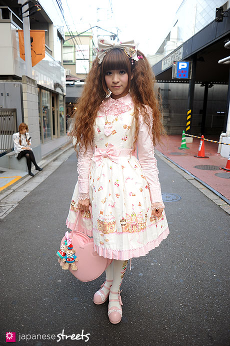 111113-8757: Japanese street fashion in Harajuku, Tokyo: Atom, Angelic Pretty, Baby, The Stars Shine Bright, Milk