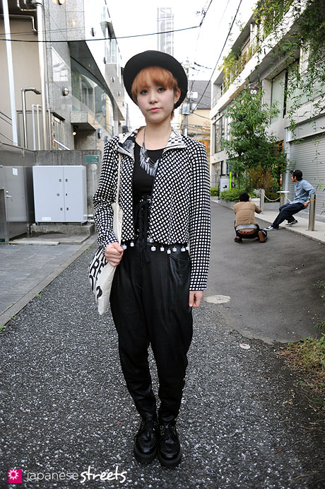 111113-8893: Japanese street fashion in Harajuku (PEEK-A-BOO, Platinum, UNIQLO, Forever 21)