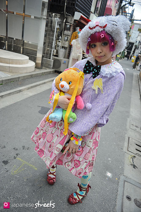 120407-9433: Japanese street fashion in Harajuku, Tokyo (Clip Joint God, Pliocene, ACDC Rag, Emily Temple Cute, Angelic Pretty, 90884, Care Bear)