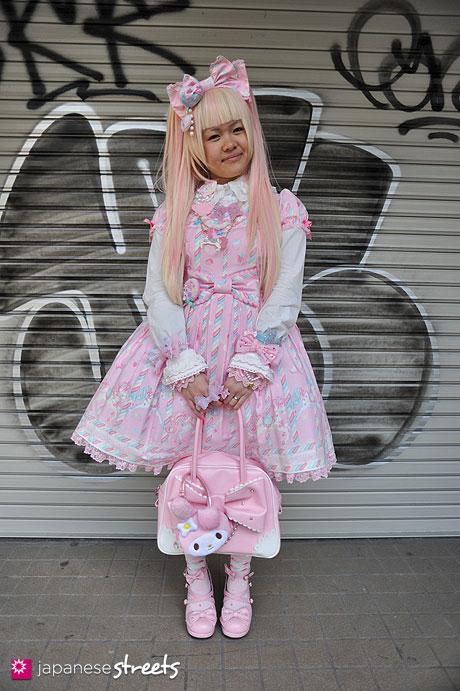 120415-0462: Japanese street fashion in Harajuku, Tokyo (Angelic Pretty)