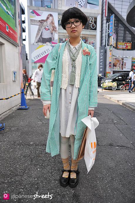 120415-0547: Japanese street fashion in Harajuku, Tokyo (Victoria's Secret, UNIQLO, EMAC, Kuro Benz)