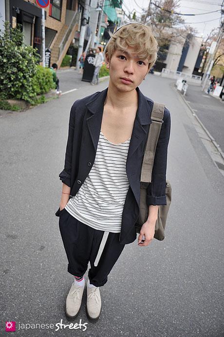 120415-0831: Japanese street fashion in Harajuku, Tokyo (at'LAV, H&M, Comme des Garçons, American Apparel,  Y's, Helmut Lang)
