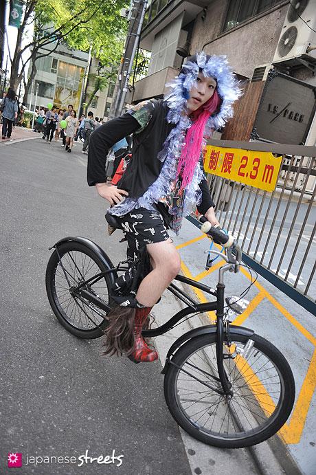 120429-1574: Japanese street fashion in Harajuku, Tokyo (Broken Doll, maruco maruca)