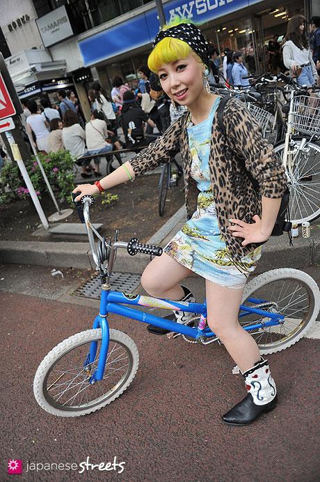 120429-1731: Japanese street fashion in Harajuku, Tokyo (BLANCO, SARAH SPENCER, Bubbles, Jeremy Scott)