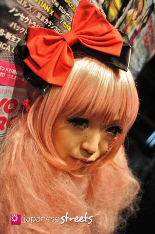 120503-3406: Japanese street fashion in Shibuya, Tokyo