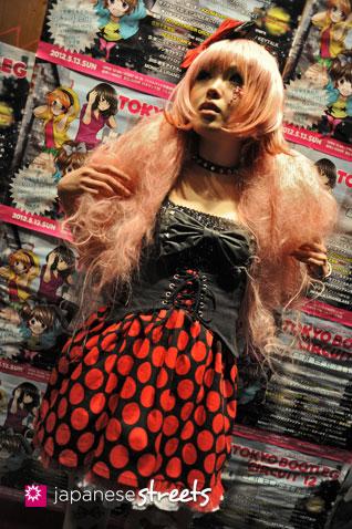 120503-3411: Japanese street fashion in Shibuya, Tokyo