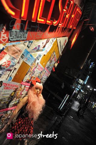 120503-3387: Japanese street fashion in Shibuya, Tokyo