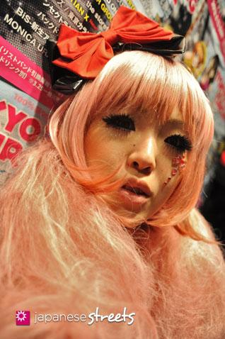 120503-3402: Japanese street fashion in Shibuya, Tokyo