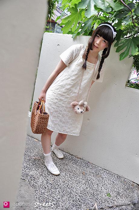 120526-4883: Japanese street fashion in Harajuku, Tokyo (VELO, CINEMA CLUB, Roxy, Disney)
