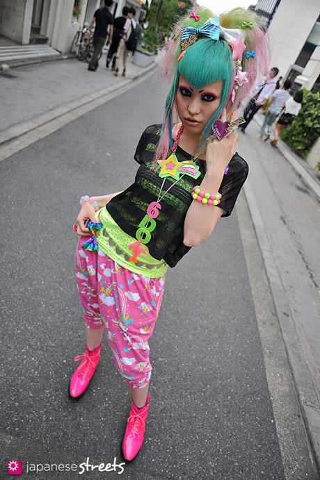 120526-5088: Japanese street fashion in Harajuku, Tokyo (6%DOKIDOKI)