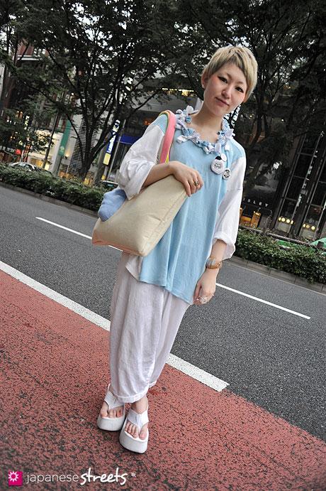 120526-5387: Japanese street fashion in Harajuku, Tokyo (gris, amatunal, SODA, Hokuro)