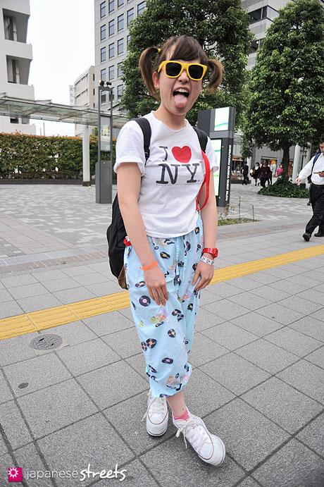 120530-6564: Japanese street fashion in Shibuya, Tokyo (LIM CODE, JAN SPORTS, NADIA, FOREVER21)
