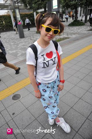 120530-6583: Japanese street fashion in Shibuya, Tokyo (LIM CODE, JAN SPORTS, NADIA, FOREVER21)