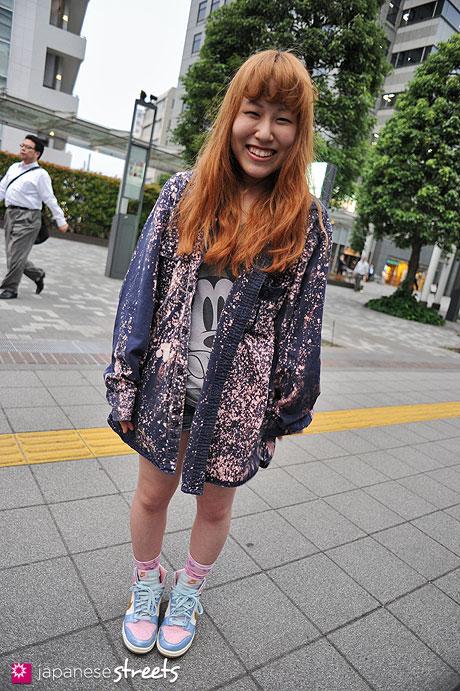 120530-6752: Japanese street fashion in Shibuya, Tokyo (UATRO, Panama Boy, ZARA, NIKE)