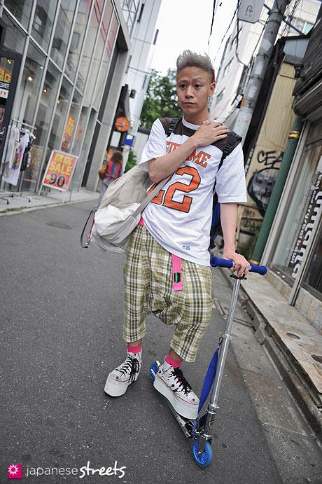 120529-6073: Japanese street fashion in Harajuku, Tokyo (Harajuku-Tokyo-Calm-SUPREME-Comme des Garçons-Dog-KRIS VAN ASSCHE)