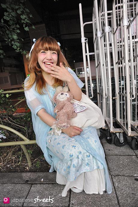 120624-9613 - Japanese street fashion in Sangenjaya, Tokyo (Nadia, Converse)