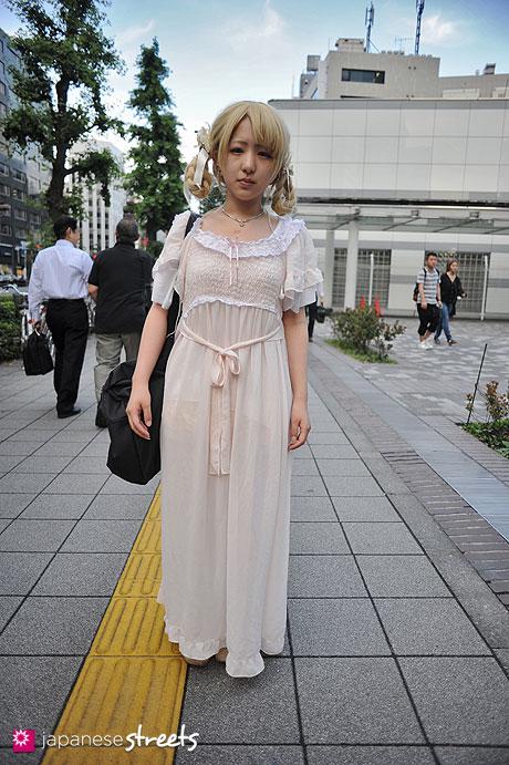 120702-0217 - Japanese street fashion in Shibuya, Tokyo (DMJ kitaakabane, LIVETION, TaBoo)