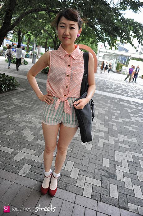 120702-0308 - Japanese street fashion in Shibuya, Tokyo (ANAP, Bunka Fashion College, Kutsushitaya, UNIVERSAL FREAKS)
