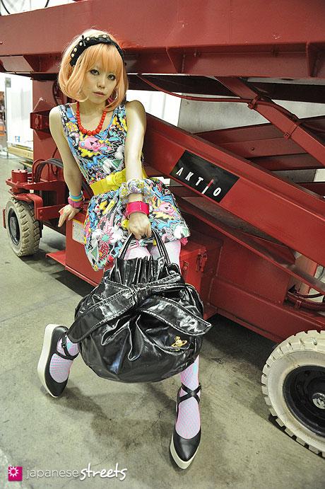 120706-0689 - Japanese street fashion in Tokyo (Galaxy, Vivienne Westwood, EMODA)