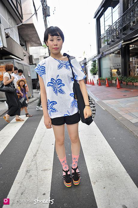120728-5758 - Japanese street fashion in Harajuku, Tokyo (LUCIA-Top Shop-American Apparel-Jeffrey Campbell)