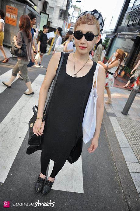 120728-5948 - Japanese street fashion in Harajuku, Tokyo (DAB, Comme des Garçons, Ungaro)