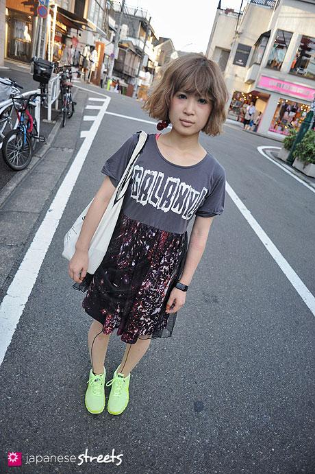 120805-7425 - Japanese street fashion in Harajuku, Tokyo (in field, f.n.i.t, NIKE)