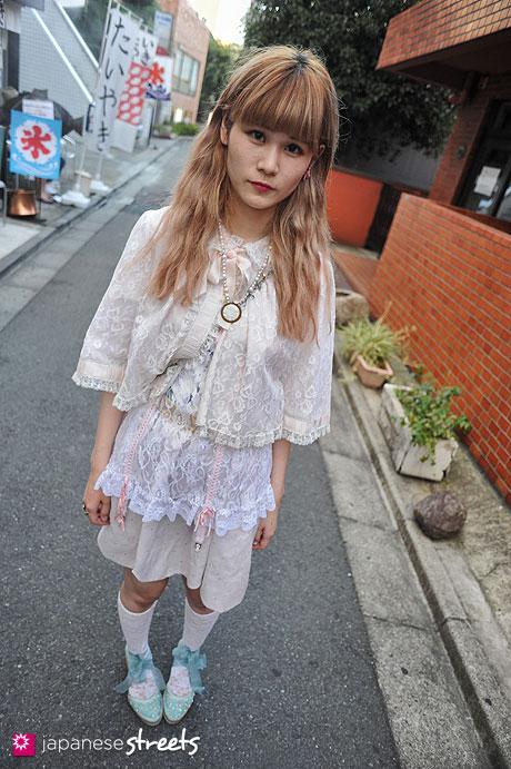 120805-7477 - Japanese street fashion in Harajuku, Tokyo (Milk, Angela)