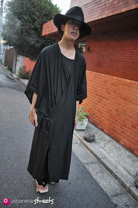 120805-7568 - Japanese street fashion in Harajuku, Tokyo (Y's for Men, LIMI feu)