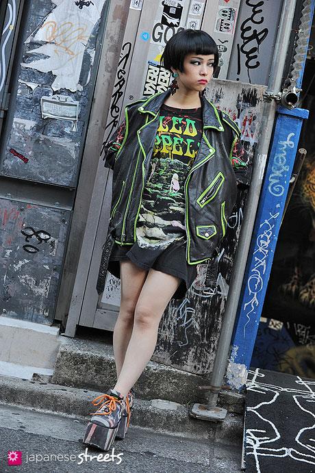120814-0535 - Japanese street fashion in Harajuku, Tokyo (Dog, Buffalo, Prisila)